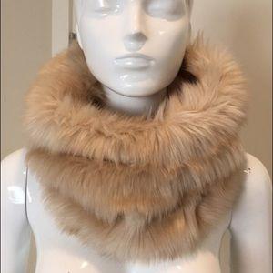 NWOT Club Monaco faux fur snood scarf